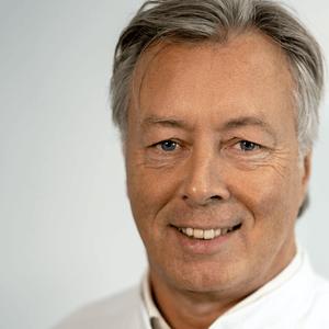 Plastisch chirurg Drs. Th.H.J. van de Kar